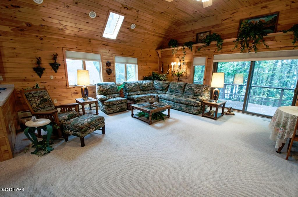 110 N Colony Cove Rd, Tafton, PA 18464 -  $1,100,000 home for sale, house images, photos and pics gallery