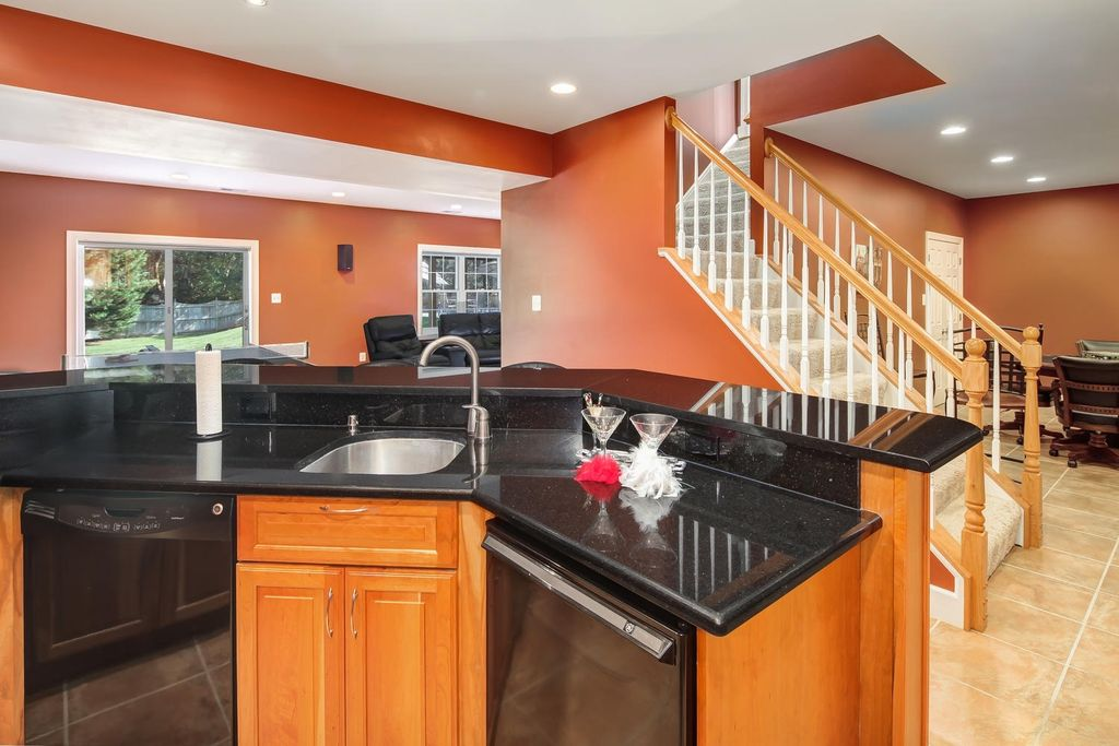 1103 Grand Hamptons Dr, Herndon, VA 20170 -  $989,000 home for sale, house images, photos and pics gallery