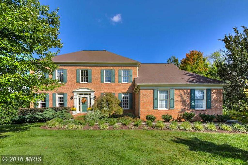 1103 Grand Hamptons Dr, Herndon, VA 20170 -  $989,000