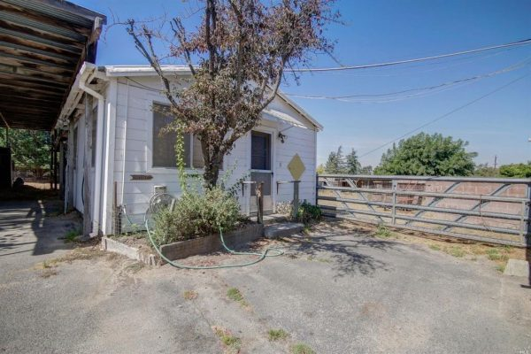 12 Wilson Ln, Petaluma, CA 94952 -  $859,000