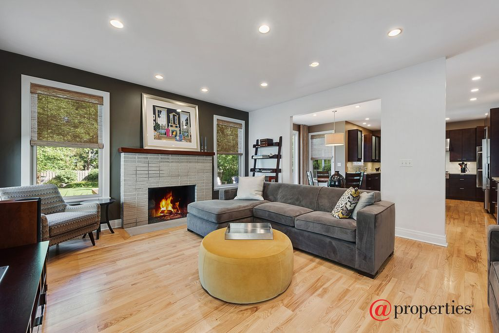 1251 Glencoe Ave, Highland Park, IL 60035 -  $969,000 home for sale, house images, photos and pics gallery