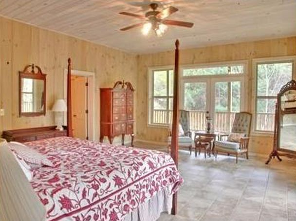 1424 132 E Waters St, Clarkesville, GA 30523 -  $995,000 home for sale, house images, photos and pics gallery