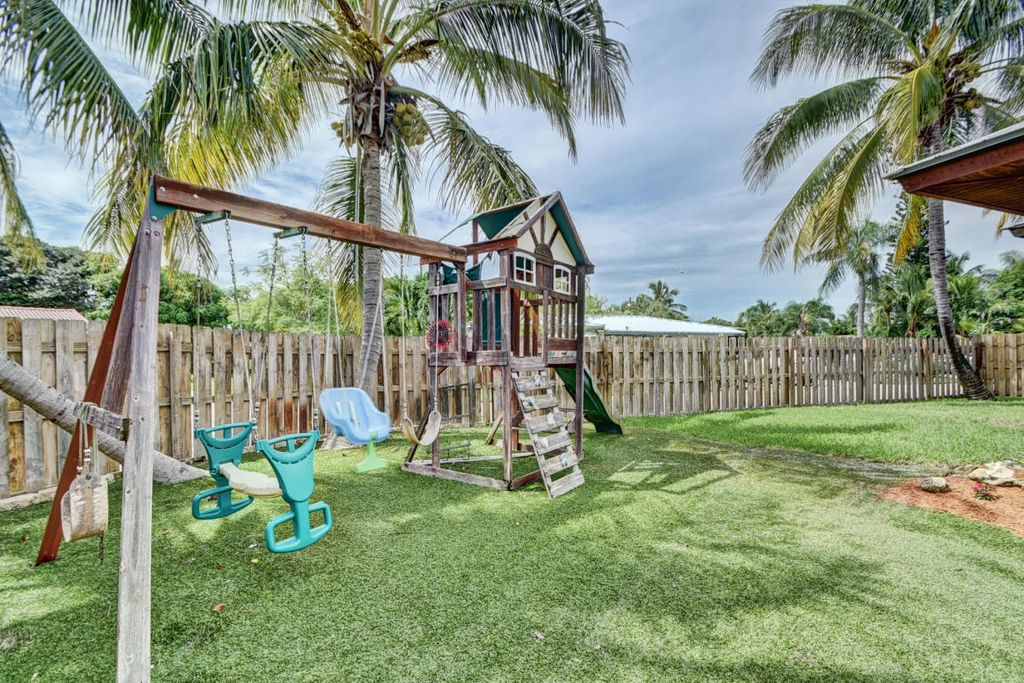 15 NW 17th Ct, Delray Beach, FL 33444 -  $1,099,000 home for sale, house images, photos and pics gallery
