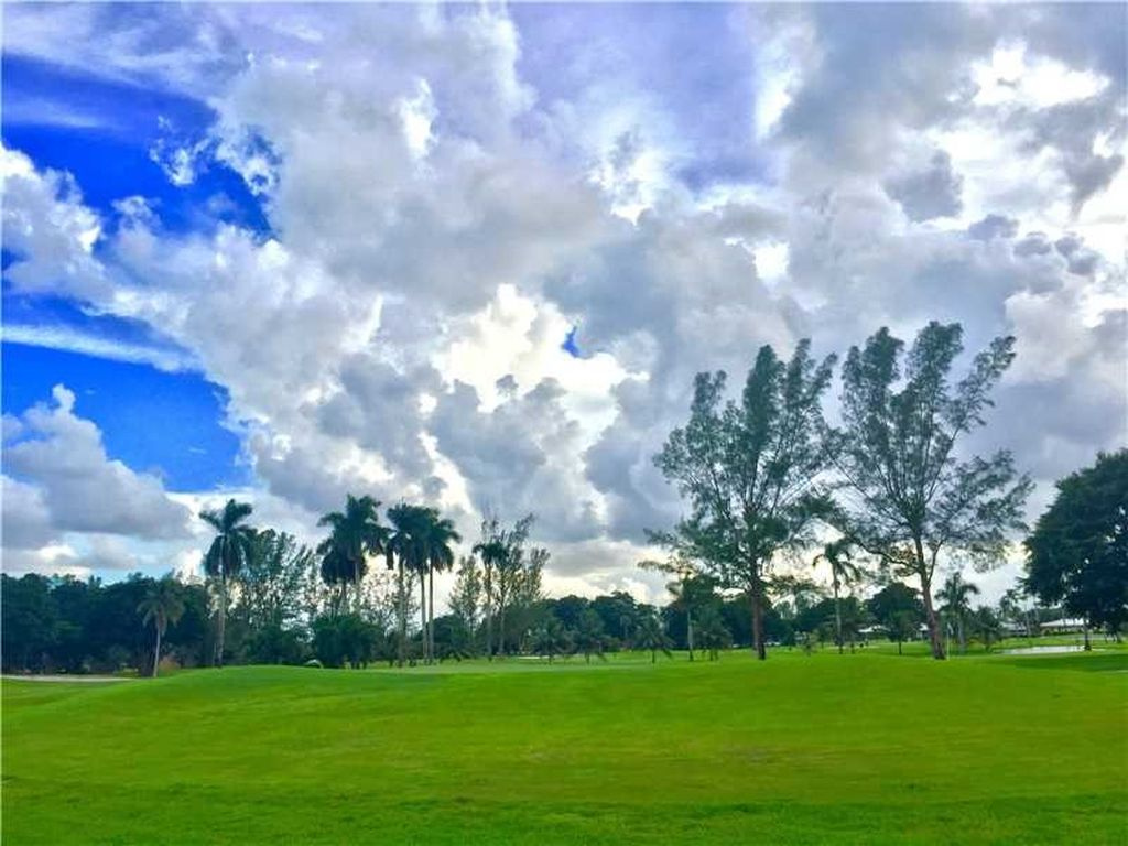 15860 W Prestwick Pl, Miami Lakes, FL 33014 -  $1,175,000 home for sale, house images, photos and pics gallery