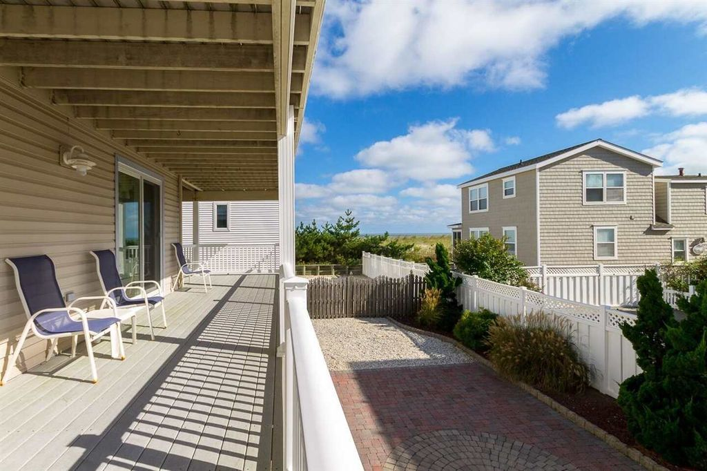 16 82nd St # SOUTH, Sea Isle City, NJ 08243 -  $869,000 home for sale, house images, photos and pics gallery