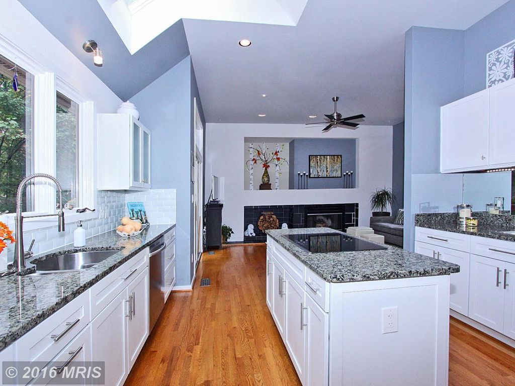 1608 Woodstock Ln, Reston, VA 20194 -  $880,000 home for sale, house images, photos and pics gallery