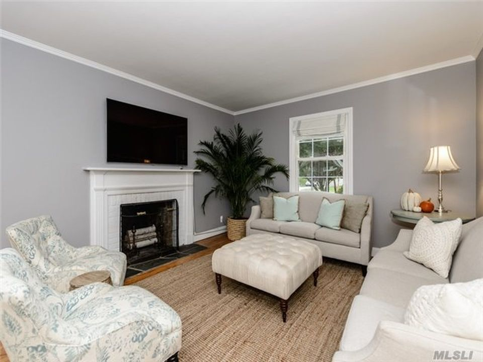 17 Lynn Rd, Port Washington, NY 11050 -  $889,000 home for sale, house images, photos and pics gallery