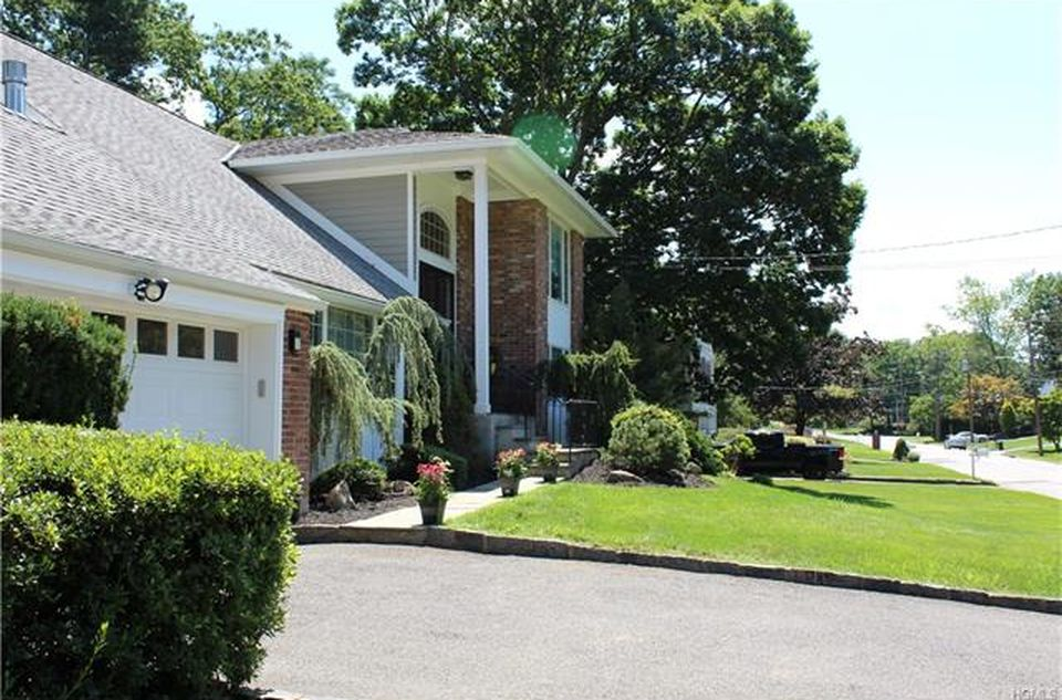 175 Robert Dr, New Rochelle, NY 10804 -  $879,000 home for sale, house images, photos and pics gallery
