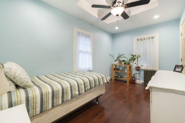 18 Laurel Ln, Sag Harbor, NY 11963 -  $1,050,000