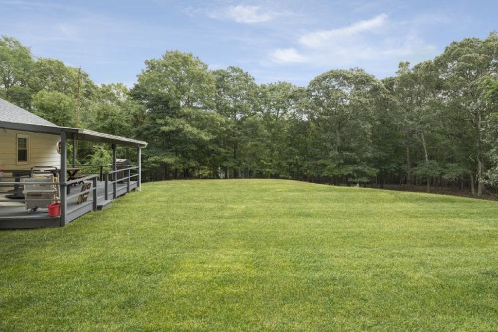 18 Laurel Ln, Sag Harbor, NY 11963 -  $1,050,000 home for sale, house images, photos and pics gallery