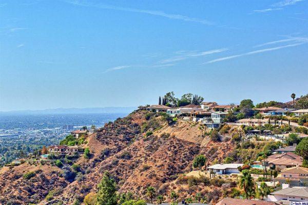 180 Wonderview Dr, Glendale, CA 91202 -  $1,090,000