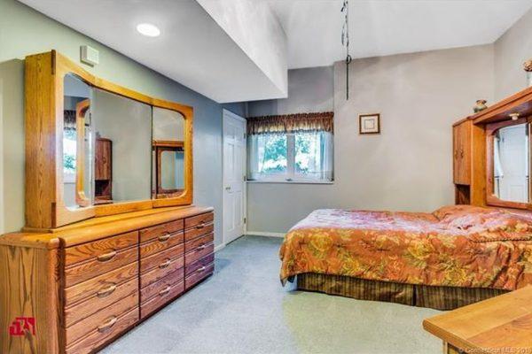195 Injun Hollow Rd, Haddam Neck, CT 06424 -  $920,000
