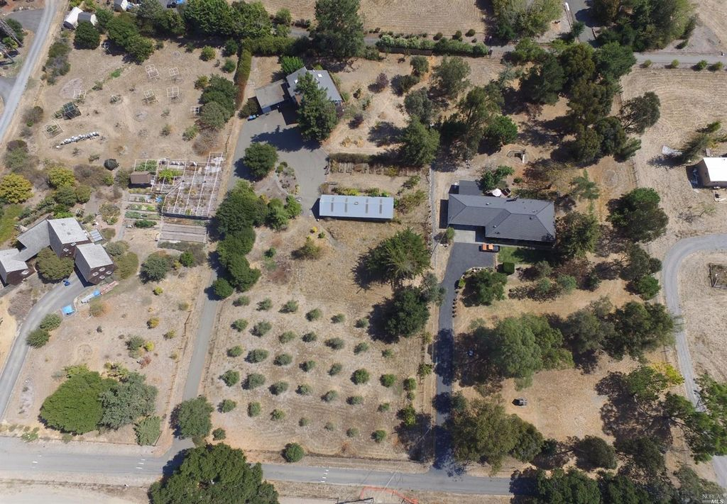 1968 Mcsween Ln, Petaluma, CA 94954 -  $935,000 home for sale, house images, photos and pics gallery