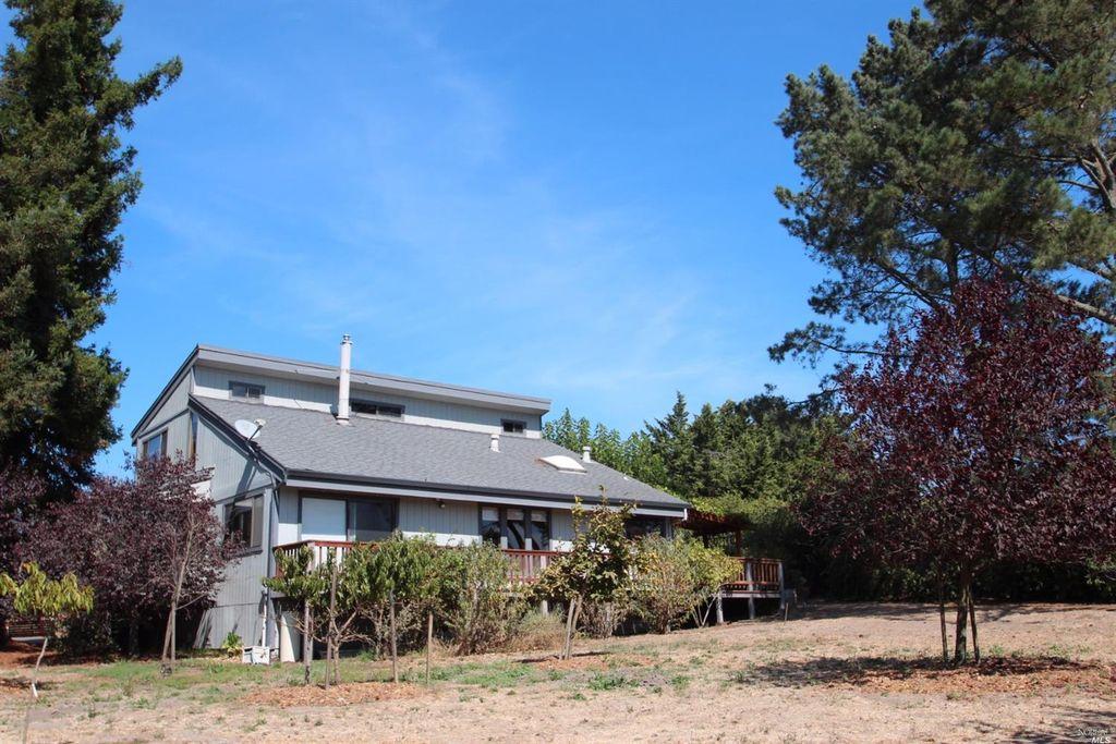 1968 Mcsween Ln, Petaluma, CA 94954 -  $935,000