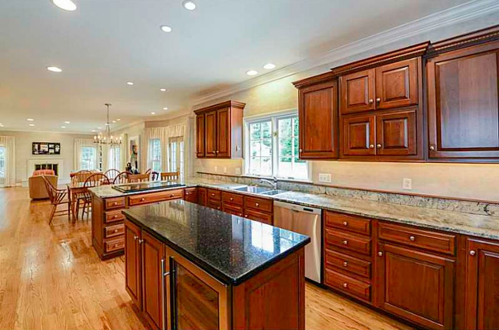 2 Cedar Rock Mdws, East Greenwich, RI 02818 -  $1,079,800 home for sale, house images, photos and pics gallery