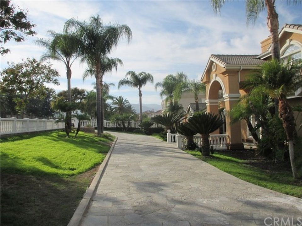 203 W Orange Heights Ln, Corona, CA 92882 -  $1,099,000 home for sale, house images, photos and pics gallery