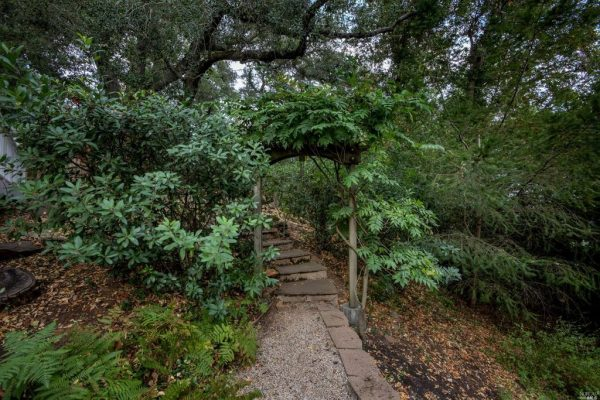 2160 Wedgewood Way, Santa Rosa, CA 95404 -  $1,025,000