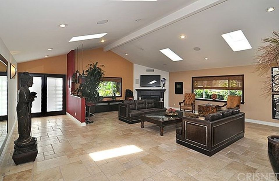 22263 Macfarlane Dr, Woodland Hills, CA 91364 -  $1,140,000 home for sale, house images, photos and pics gallery