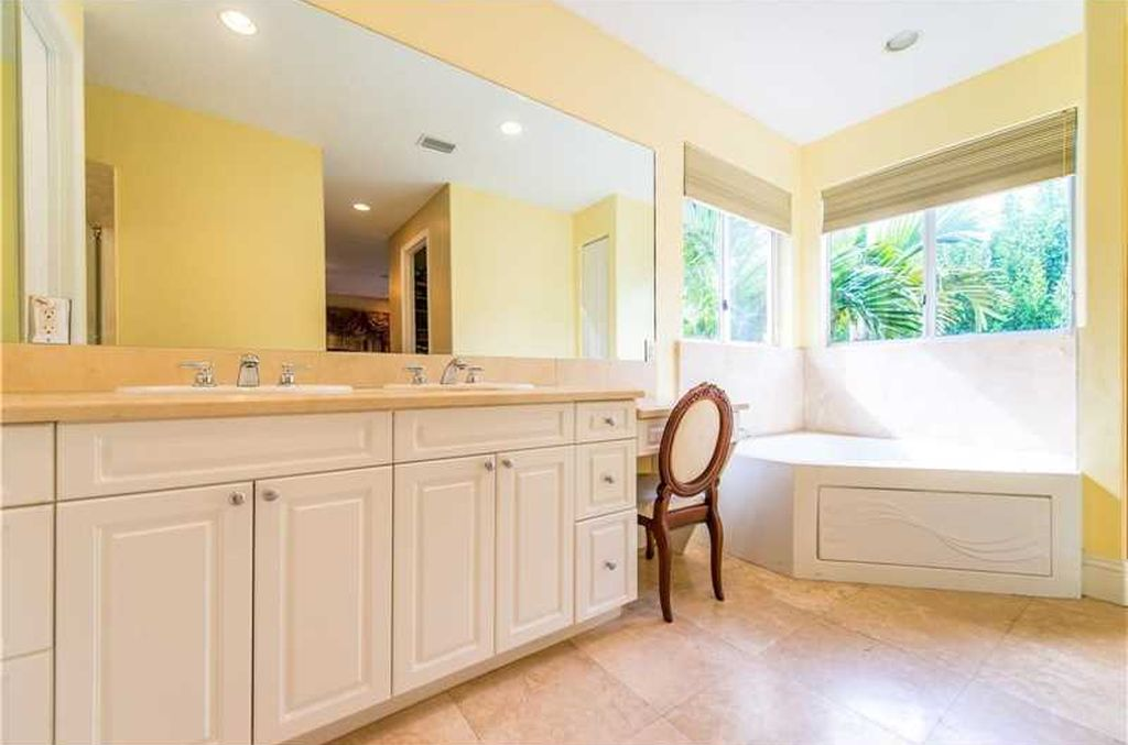 2301 Tigertail Ave, Miami, FL 33133 -  $995,000 home for sale, house images, photos and pics gallery