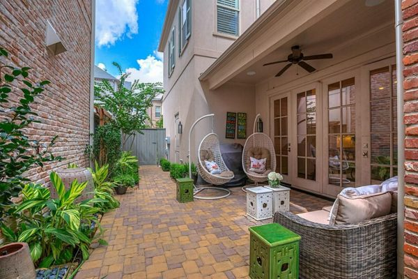 2518 Lake Front Cir, The Woodlands, TX 77380 -  $1,175,000