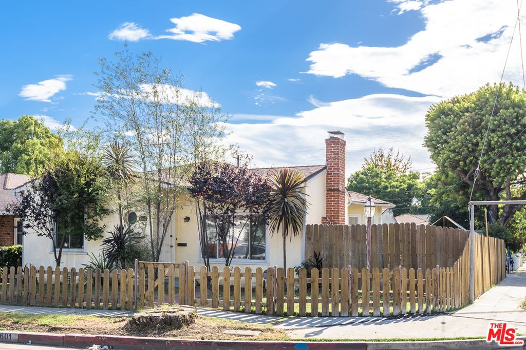 2601 Purdue Ave, Los Angeles, CA 90064 -  $879,000 home for sale, house images, photos and pics gallery