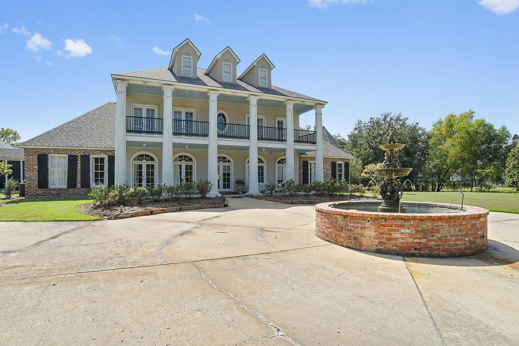 2627 Laurel Lakes Ave, Baton Rouge, LA 70820 -  $1,195,000 home for sale, house images, photos and pics gallery