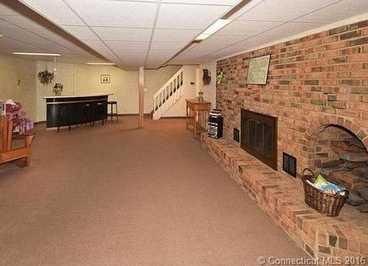 296 North Rd, Broad Brook, CT 06016 -  $875,000 home for sale, house images, photos and pics gallery