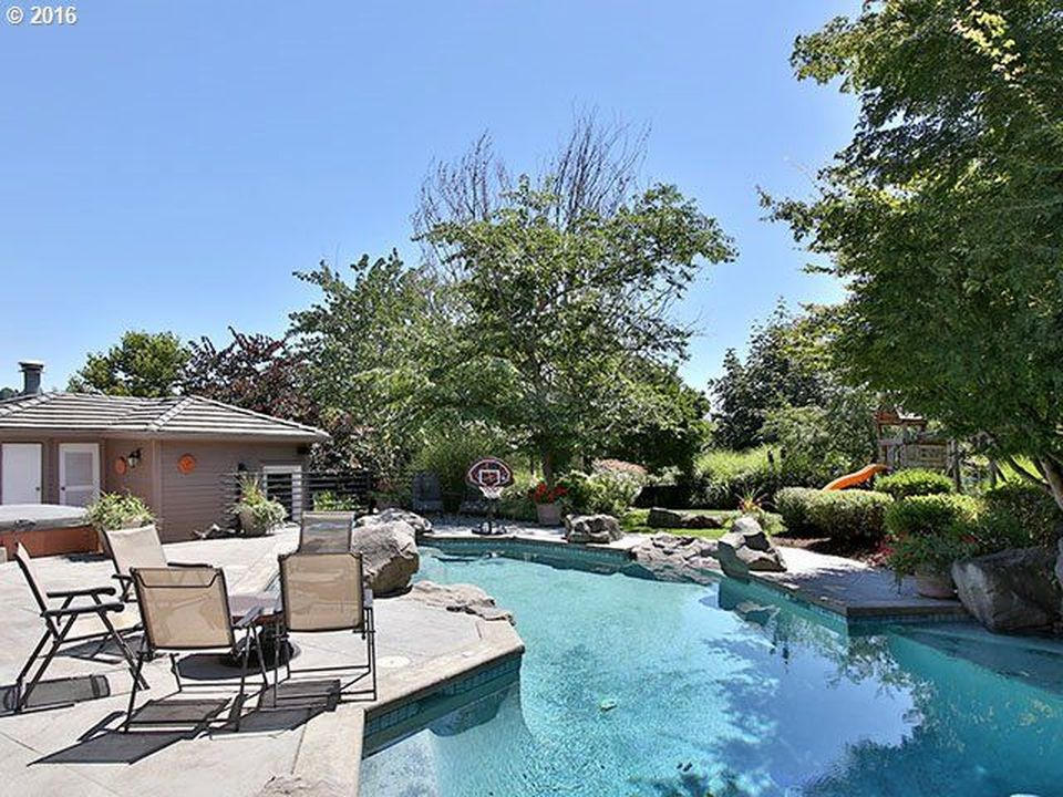 2961 Beacon Hill Dr, West Linn, OR 97068 -  $1,050,000 home for sale, house images, photos and pics gallery