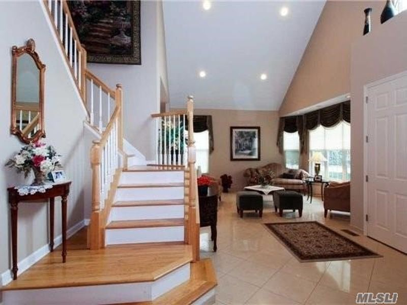 3 Sipala Ct, E Northport, NY 11731 -  $975,000 home for sale, house images, photos and pics gallery