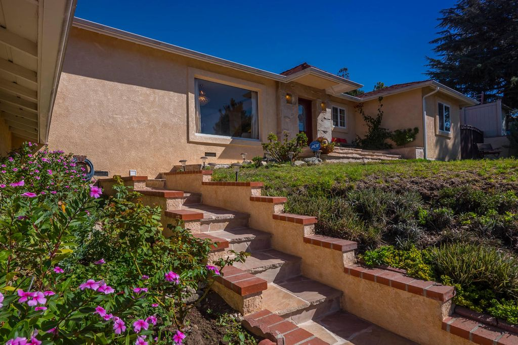 3019 Highridge Rd, La Crescenta, CA 91214 -  $999,000 home for sale, house images, photos and pics gallery