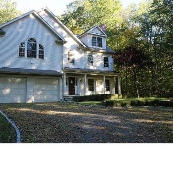 305 Newtown Tpke, Weston, CT 06883 -  $899,000
