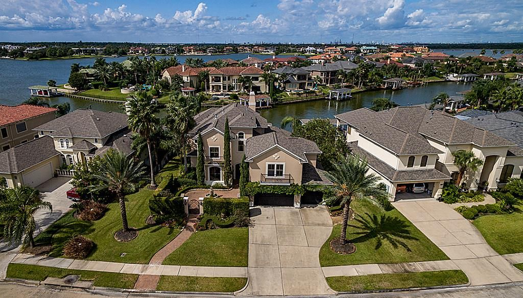 3113 Sea Channel Dr, Seabrook, TX 77586 -  $970,000 home for sale, house images, photos and pics gallery