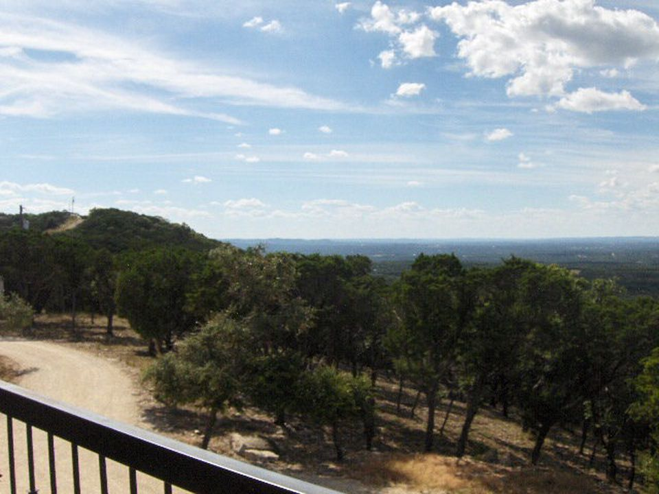 374 Vista N, Pipe Creek, TX 78063 -  $1,195,000 home for sale, house images, photos and pics gallery