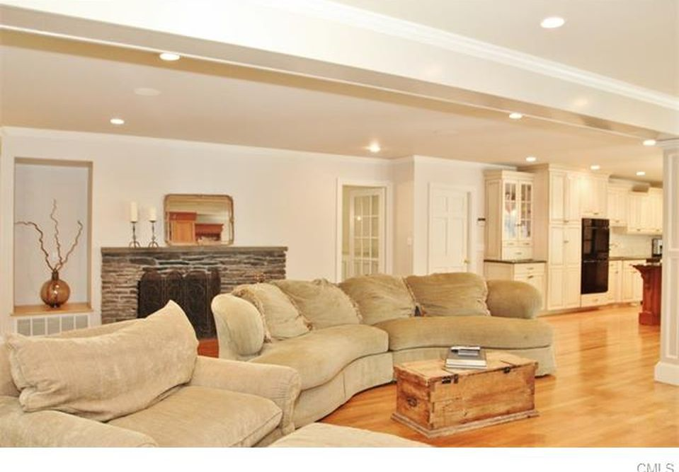39 Lisa Ln, Stamford, CT 06903 -  $1,095,000 home for sale, house images, photos and pics gallery