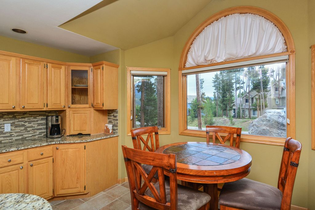 395 Black Hawk Cir, Silverthorne, CO 80498 -  $997,500 home for sale, house images, photos and pics gallery