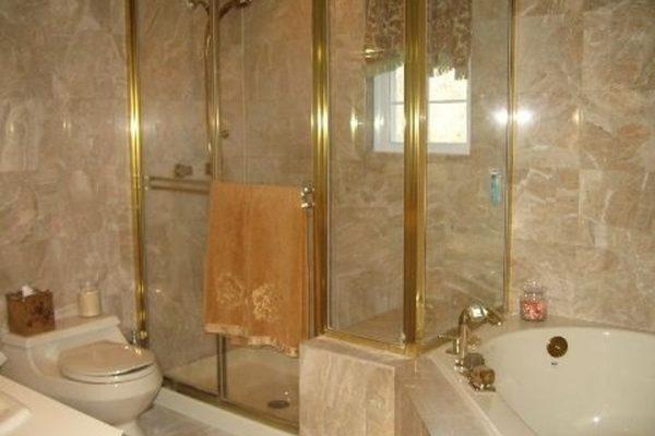 42 Weinmann Blvd, Melville, NY 11747 -  $1,049,000