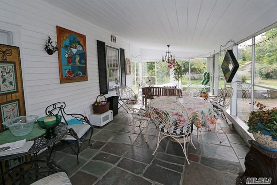 430 Roslyn Rd, Roslyn Heights, NY 11577 -  $960,000 home for sale, house images, photos and pics gallery