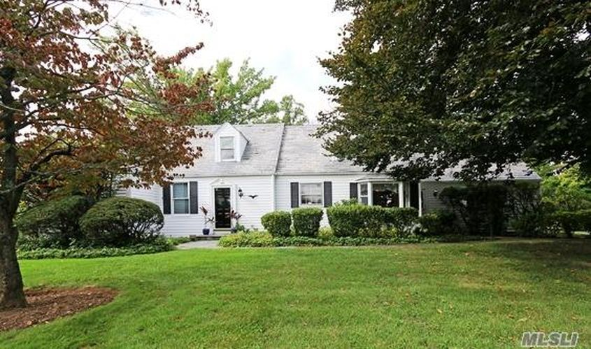 430 Roslyn Rd, Roslyn Heights, NY 11577 -  $960,000