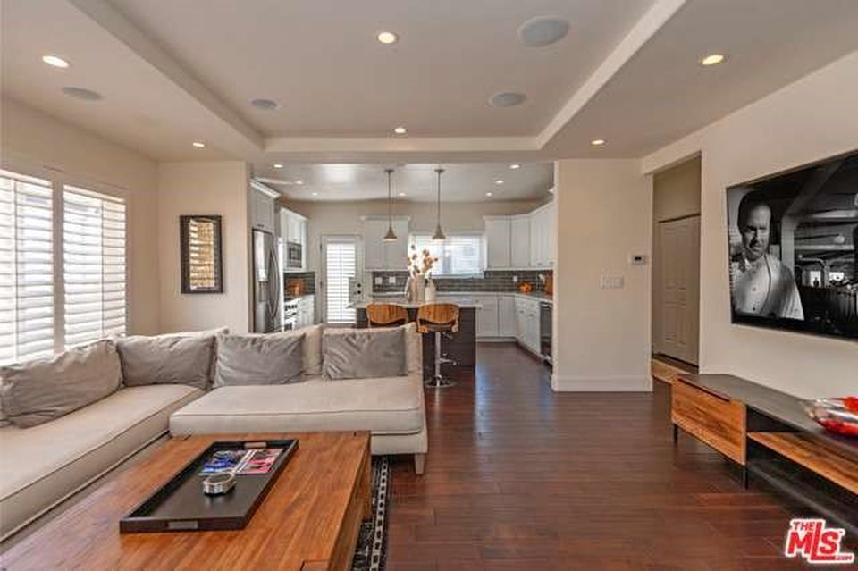 4540 Franklin Ave, Los Angeles, CA 90027 -  $1,100,000