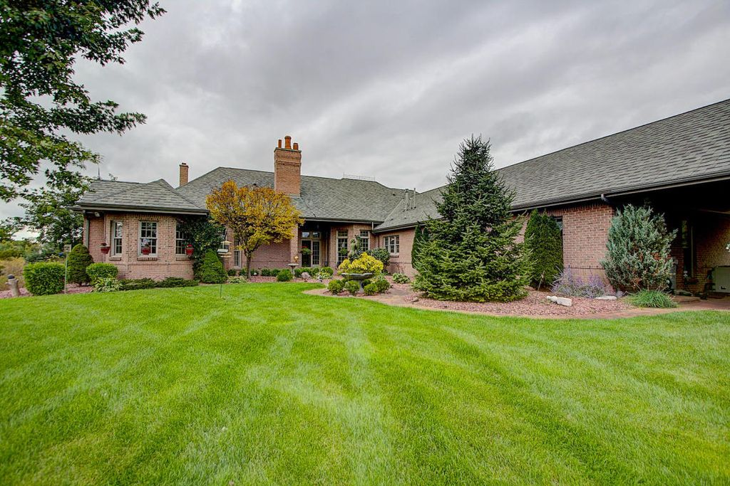 4642 Lime Ridge Rd, West Bend, WI 53095 -  $950,000 home for sale, house images, photos and pics gallery