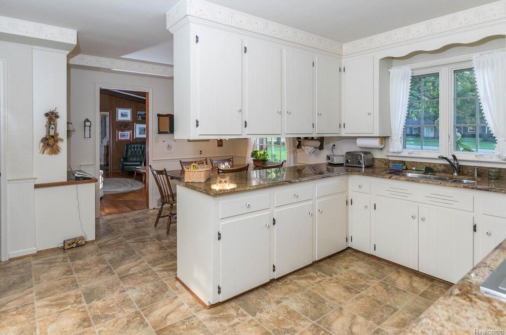 480 Thetford Ln, Bloomfield Hills, MI 48304 -  $890,000 home for sale, house images, photos and pics gallery