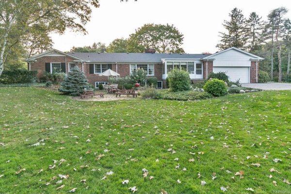 480 Thetford Ln, Bloomfield Hills, MI 48304 -  $890,000
