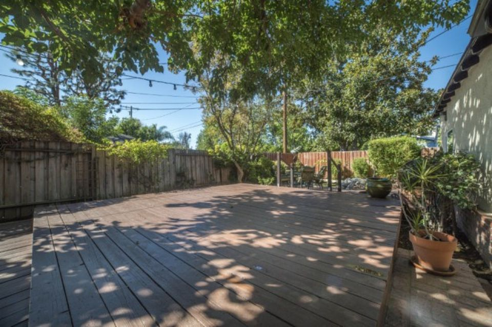 5657 Willis Ave, Van Nuys, CA 91411 -  $892,000 home for sale, house images, photos and pics gallery