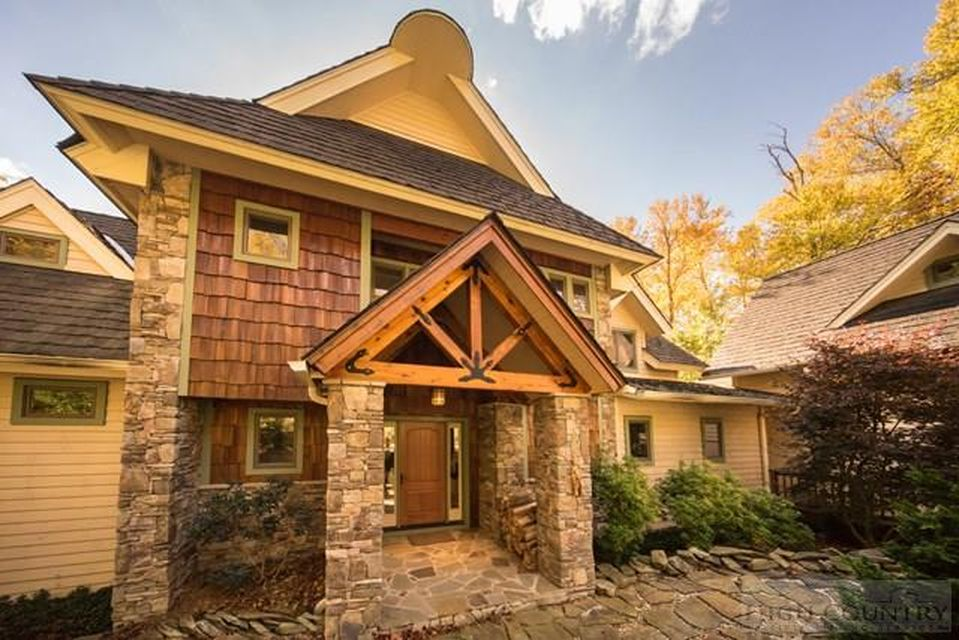 672 Wonderland Dr, Blowing Rock, NC 28605 -  $905,000 home for sale, house images, photos and pics gallery