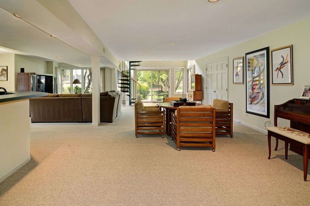 6S730 Pinecrest Ct, Hinsdale, IL 60521 -  $985,000 home for sale, house images, photos and pics gallery