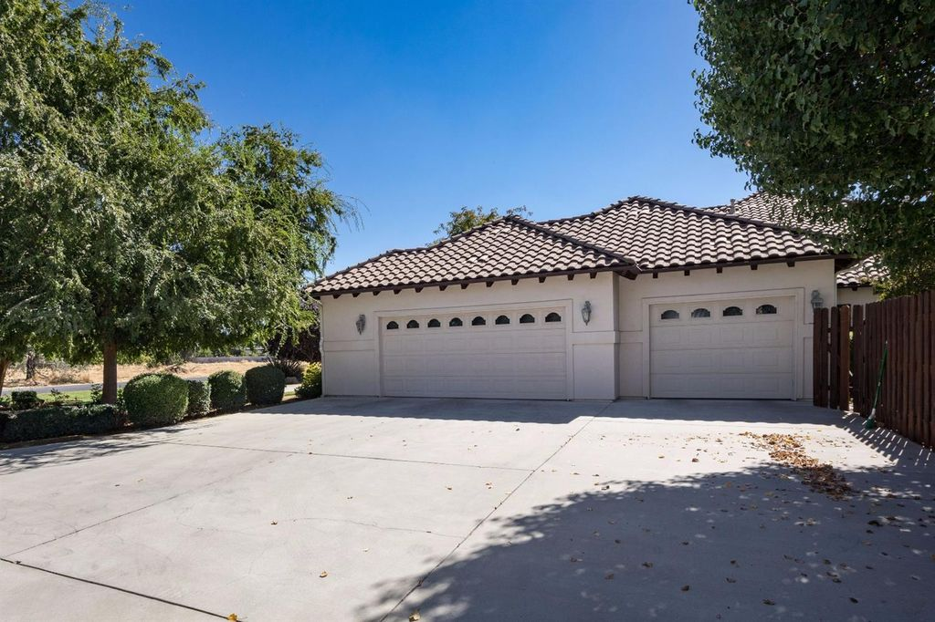 7409 N Traverse Ave, Clovis, CA 93619 -  $924,950 home for sale, house images, photos and pics gallery