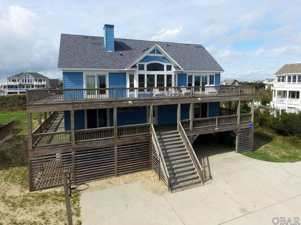 902 Lighthouse Dr, Corolla, NC 27927 -  $995,000