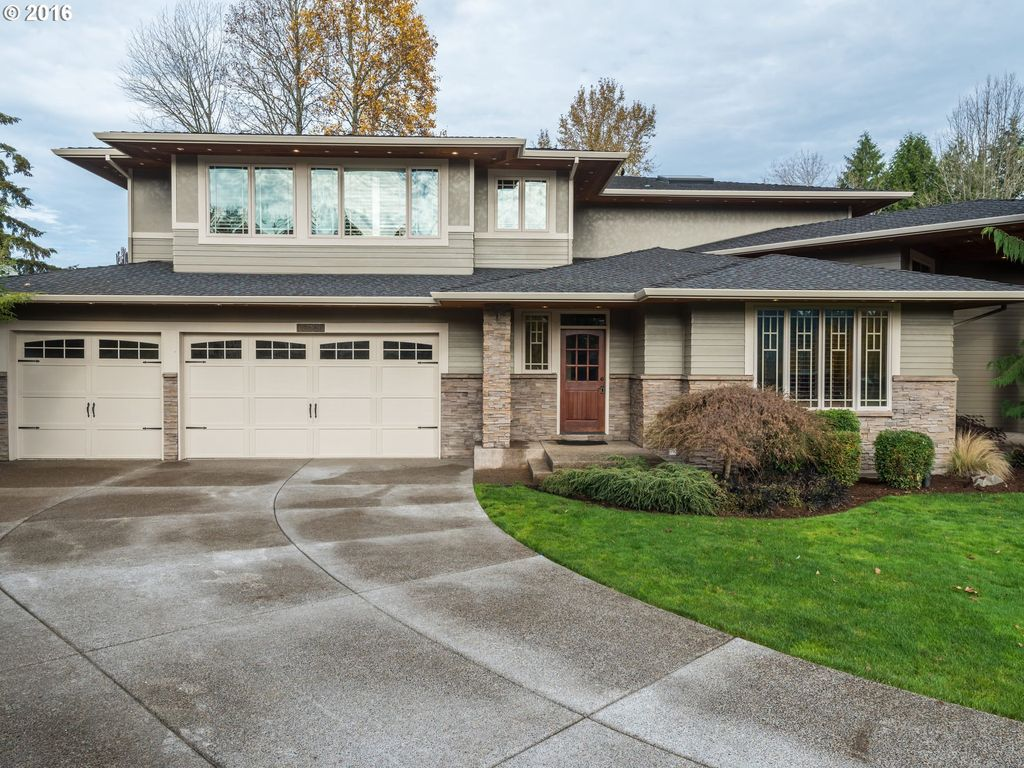 10221 SE Regina Ct, Happy Valley, OR 97086 -  $1,075,000 home for sale, house images, photos and pics gallery