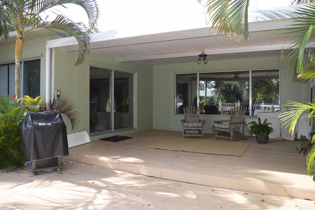 1024 White Dr, Delray Beach, FL 33483 -  $1,195,000 home for sale, house images, photos and pics gallery
