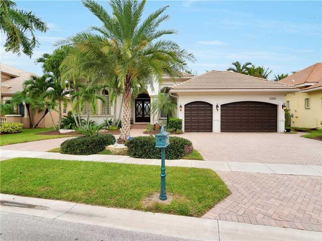 10889 Blue Palm St, Plantation, FL 33324 -  $1,045,000